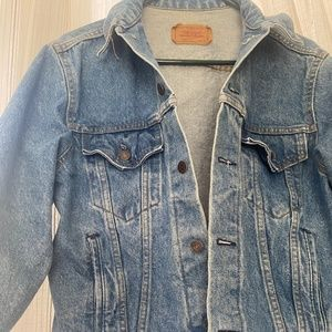 VINTGAGE • LEVIS TRUCKER JACKET • Made in U.S.A